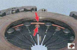 осмотр состояния опорных колец нажимной пружины