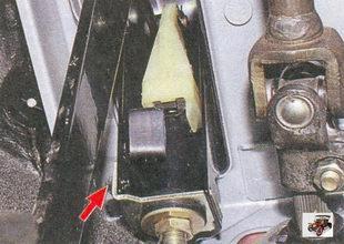 гайка крепления упора оболочки троса привода выключения сцепления к кронштейну педалей
