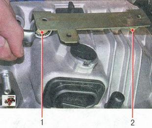болты верхнего крепления коробки передач к двигателю