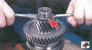 внутреннее кольцо переднего подшипника вторичного вала