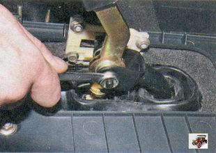 гайка крепления оси рычага переключения передач Лада Приора ВАЗ 2170