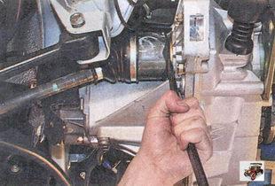 выпрессовка хвостовика внутреннего шарнира из шестерни полуоси дифференциала