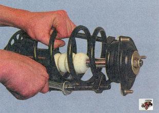 зажмите телескопическую стойку в тиски, сожмите пружину специальными стяжками