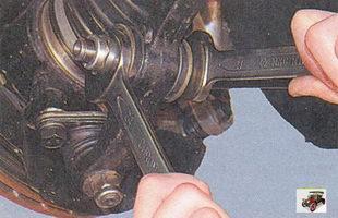 гайка крепления растяжки к рычагу Лада Приора ВАЗ 2170
