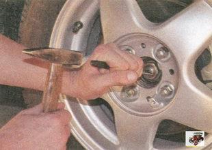 расконтрите гайку передней ступицы Лада Приора ВАЗ 2170