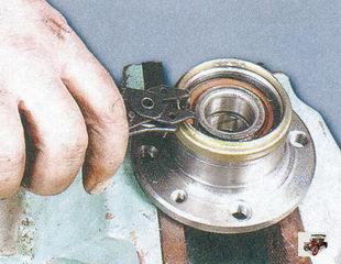 стопорное кольцо подшипника задней ступицы Лада Приора ВАЗ 2170