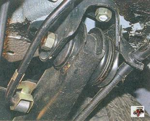 замена изношенных сайлентблоков (резинометаллических шарниров) рычагов балки задней подвески Лада Приора ВАЗ 2170