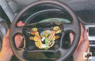 снятие рулевого колеса с вала