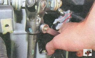 гайка стяжного болта карданного шарнира электромеханического усилителя рулевого управления