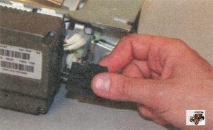 разъем проводов блока управления электромеханическим усилителем рулевого управления