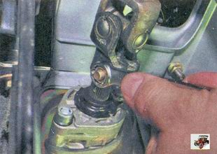 гайка хомута карданного вала рулевого управления