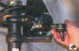отверните наконечник от рулевой тяги