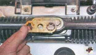 стопорная пластина болтов тяг рулевой трапеции