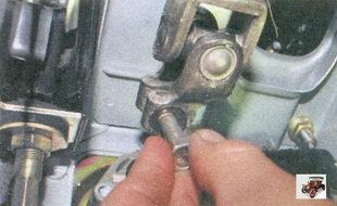 болт хомута крепления карданного вала к валу приводной шестерни рулевого механизма