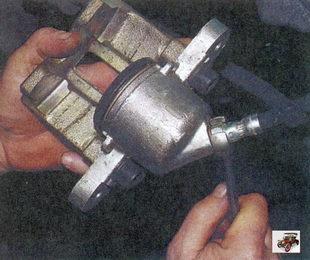 отверните рабочий цилиндр от наконечника