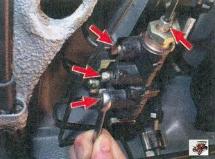 места соединения тормозных трубок с регулятором давления тормозов