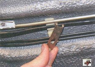 металлическая пластина держателя тормозных трубок