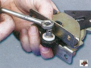 тяга рычага ручного тормоза