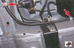 скобы крепления троса ручного тормоза