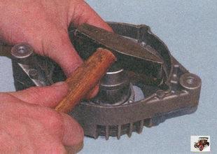 запрессовка подшипника в крышку генератора