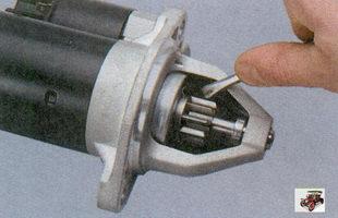 проверка вращения шестерни привода стартера