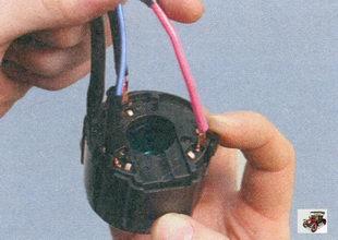 защелки крышки контактной группы замка зажигания