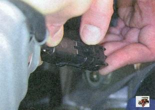 фиксатор разъема жгута проводов управляющего датчика концентрации кислорода