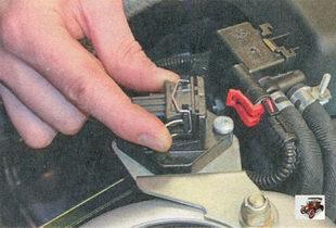пружинный фиксатор разъема жгута проводов датчика неровной дороги