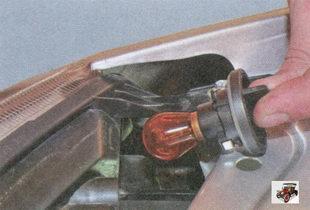 патрон и лампа переднего указателя поворота