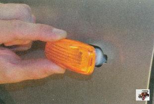боковой фонарь указателей поворота
