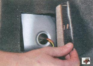 обивка багажника за задним фонарем