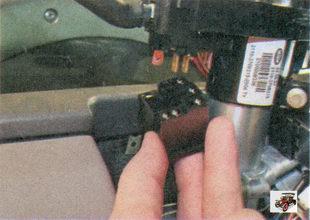 разъемы с проводами левого подрулевого переключателя