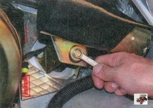 болт крепления кронштейна моторедуктора стеклоочистителя