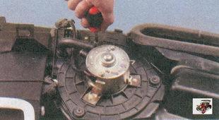 винта крепления электродвигателя вентилятора отопителя салона