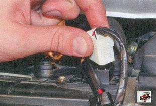 разъем выводов дополнительного резистора отопителя салона