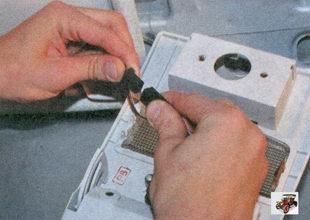 разъем проводов датчика температуры воздуха в салоне