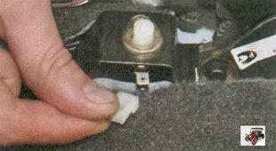 разъем сигнального провода выключателя ручного тормоза