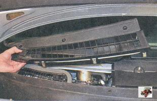 левая накладка рамы лобового стекла