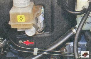 винт крепления левой части шумоизоляции моторного отсека