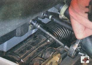 гайка нижнего крепления шумоизоляции моторного отсека