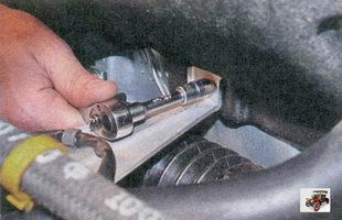 гайка верхнего крепления теплозащитного щитка рулевой рейки