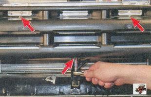 болты крепления балки переднего бампера к нижней поперечине кузова