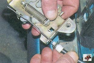 наконечник оболочки тяги привода замка капота