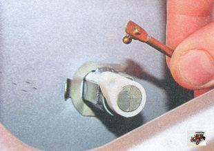 тяга выключателя замка крышки багажника