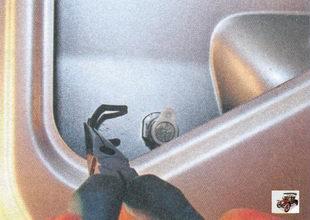 скоба выключателя замка крышки багажника