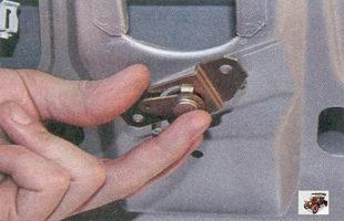 рычаг привода замка крышки багажника