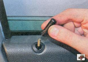 кнопка блокировки замка передней двери
