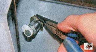 стопорная скоба выключателя замка передней двери