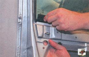 внутренний уплотнитель стекла передней двери