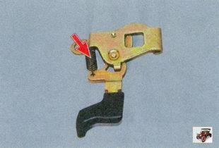 замените сломанную или потерявшую упругость пружину или фиксатор в сборе